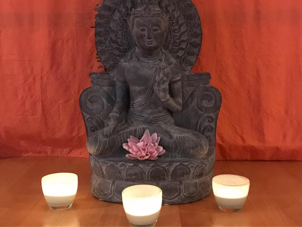 Candles lit for my vinyasa flow class at WeltenRaum yoga studio (where I'll be holding my women's wellness workshop in November).