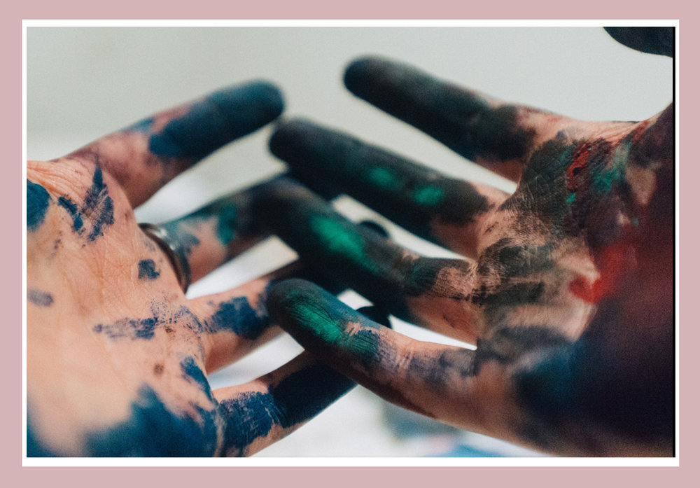 Contacht-hands-painter.jpg