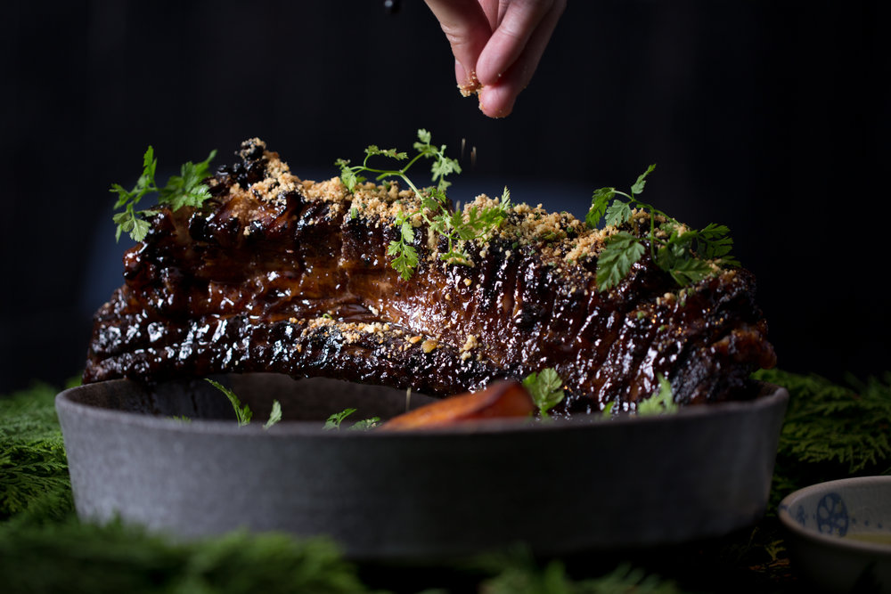 SHORTRIB OF U.S. BEEF - bone-in Angus shortrib, sumac BBQ glaze, garlic brioche crumbs, apple cider, curried carrots800g-1.2 kg, for 2-3 guests to share10.8/100g