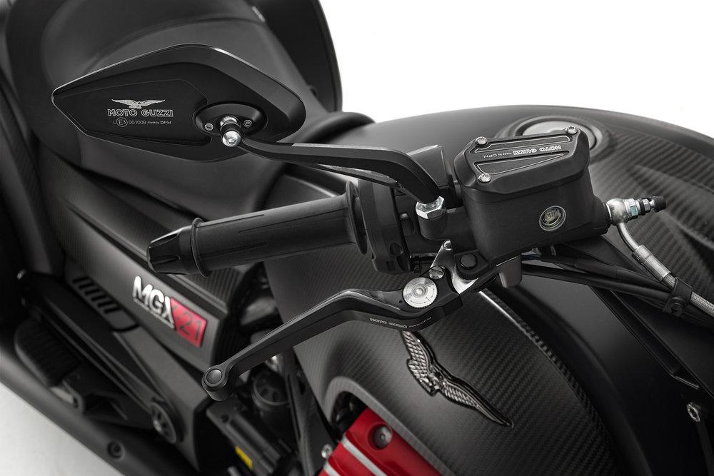 36 MGX-21 handlebar close up.jpg