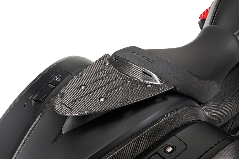 32 MGX-21 carbon luggage rack.jpg