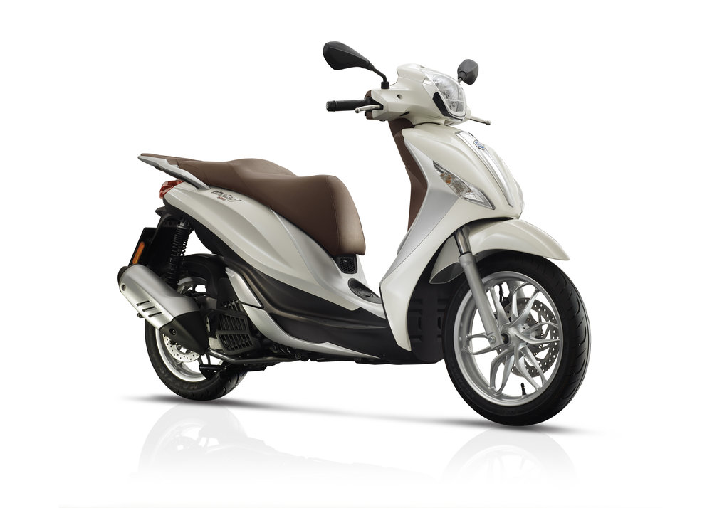 Piaggio Medley 125 equipped lateral dx 04.jpg