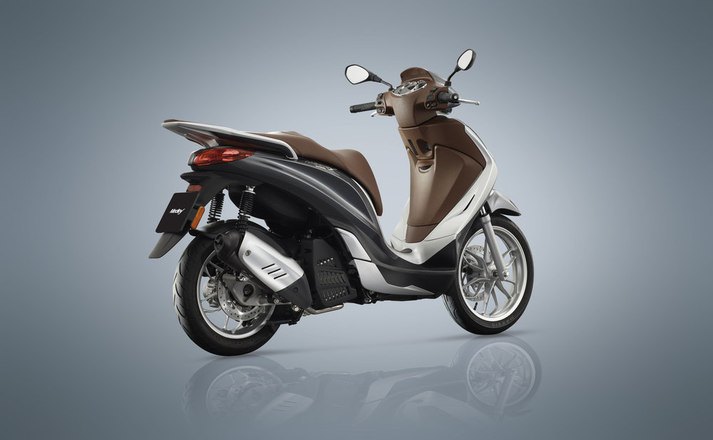 Piaggio Medley 125 equipped lateral dx 06.jpg