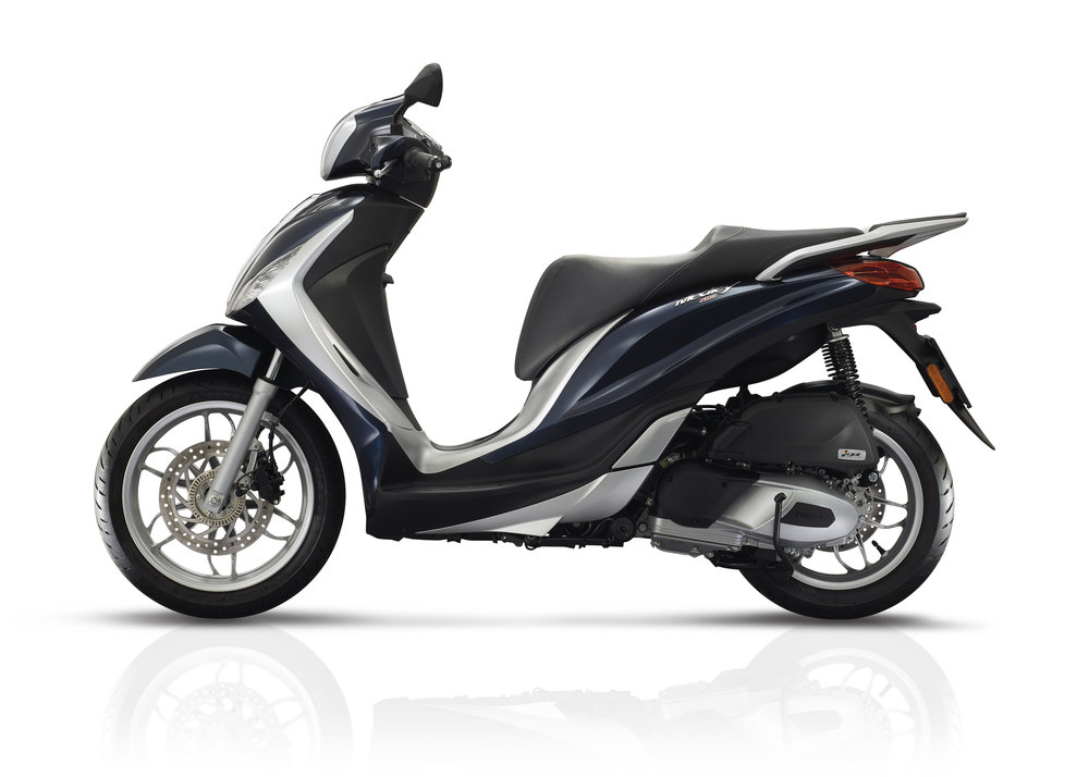 Piaggio Medley 125 equipped lateral dx 08.jpg