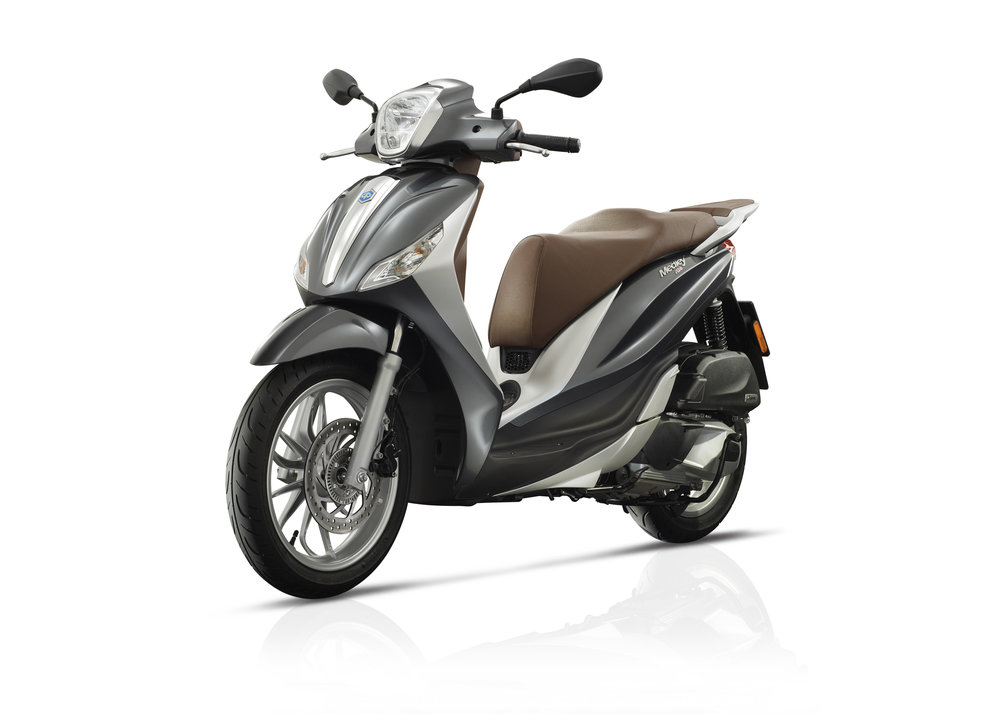 Piaggio Medley 125 equipped lateral dx 13.jpg