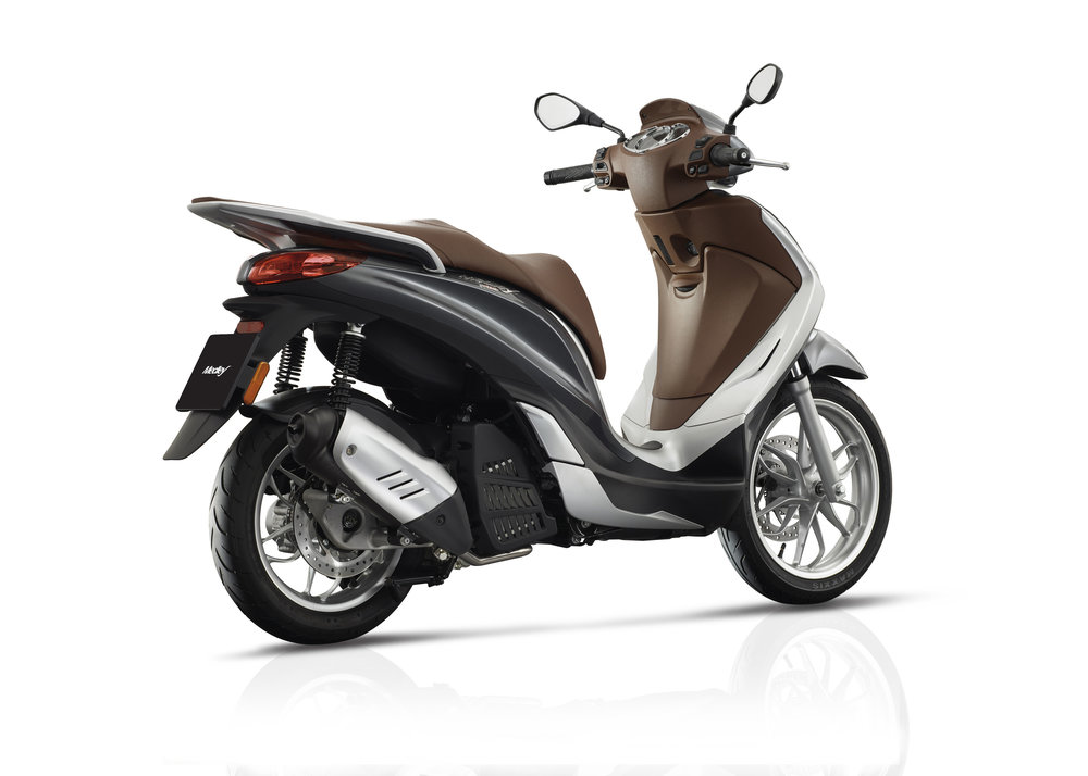 Piaggio Medley 125 equipped lateral dx 14.jpg