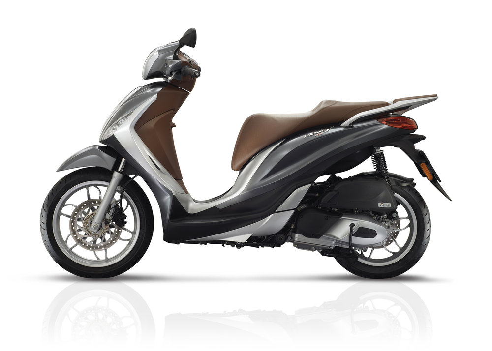 Piaggio Medley 125 equipped lateral dx 15.jpg