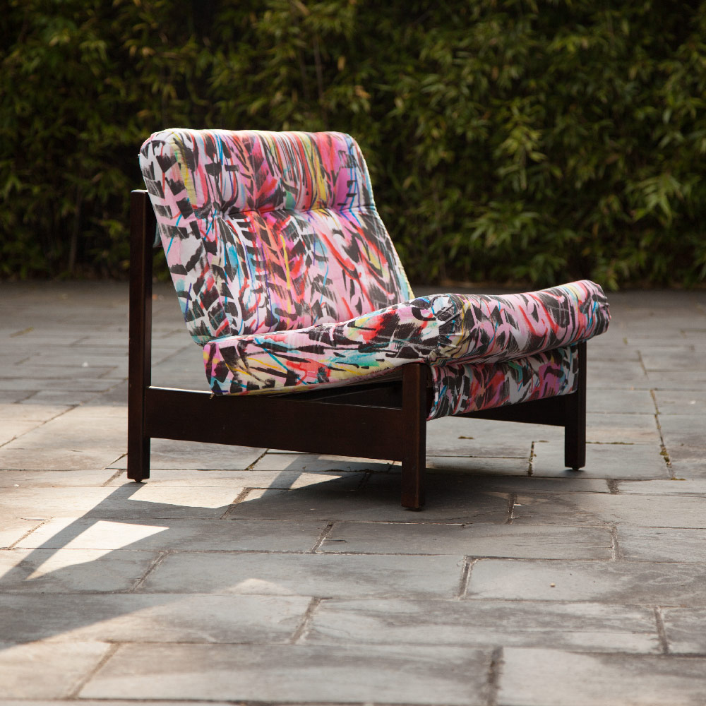 Rita-does-Jazz-velvet-chair-outside.jpg