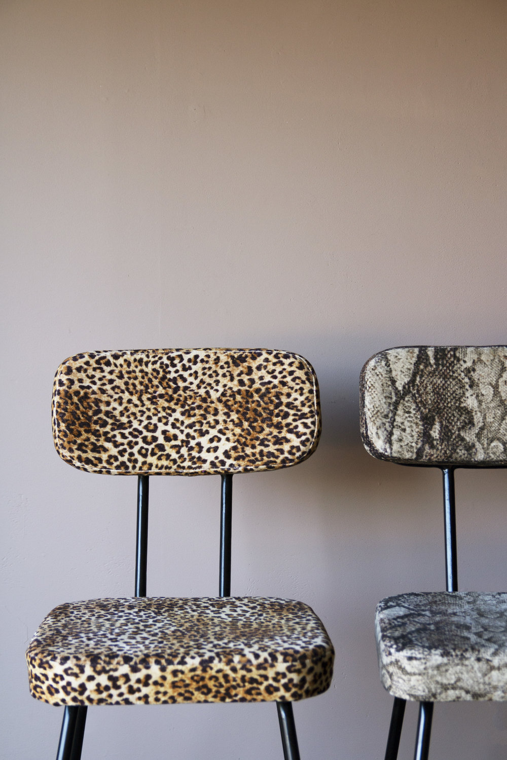 rockettstgeorge_velvet_leopard_snakeskin_dining_chair_lifestyle_light_highres.jpg
