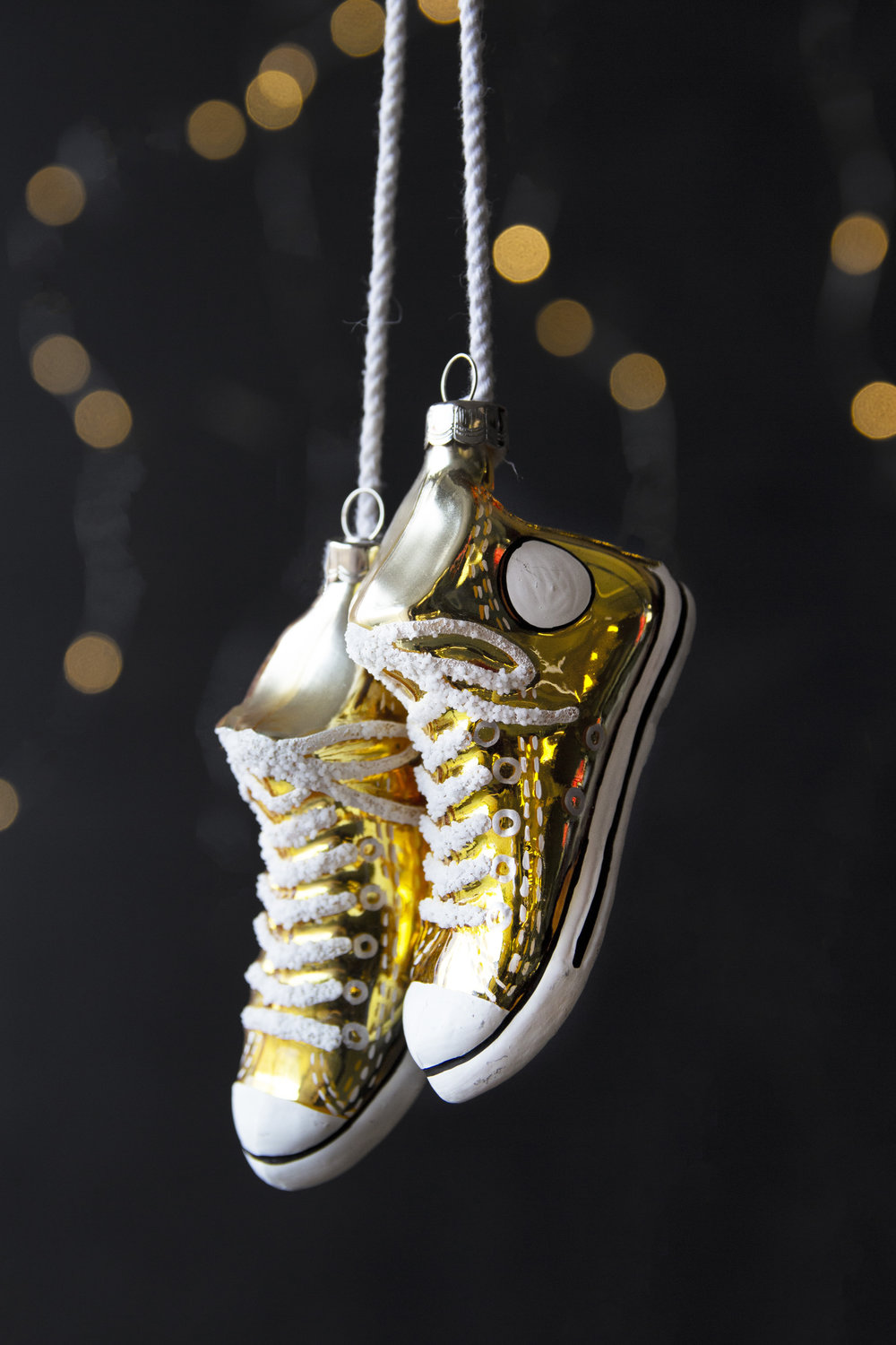 rockettstgeorge_christmas_decoration_gold_sneakers_hanging_pair_lifestyle_highres.jpg