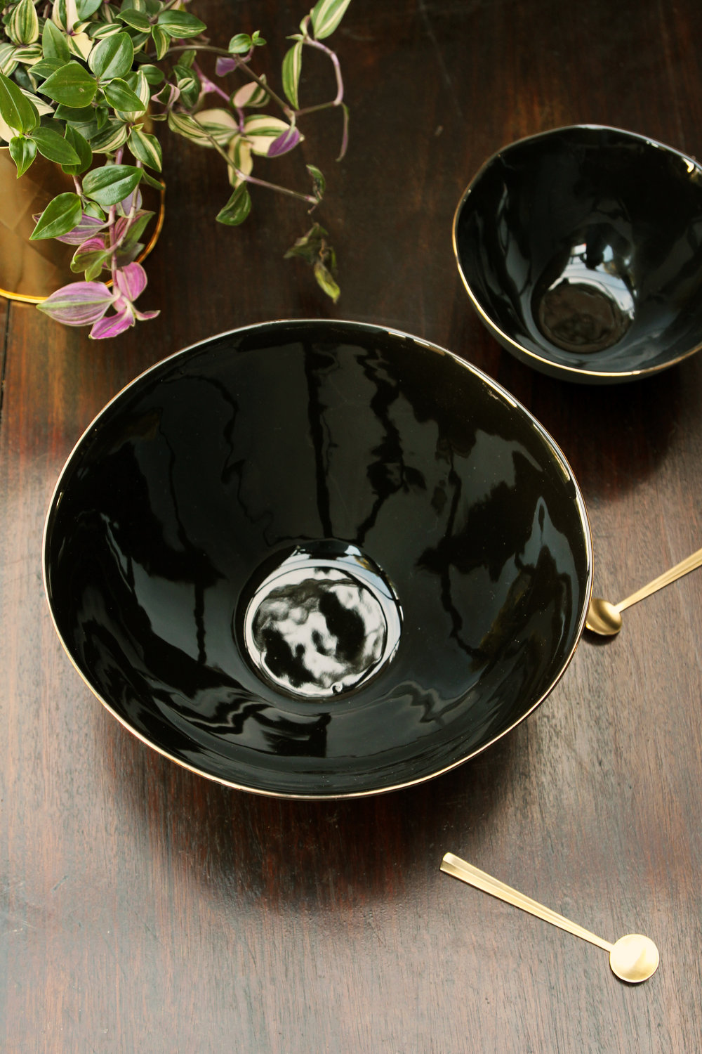 rockettstgeorge_glossy_noir_large_bowl_with_gold_rim_highres.jpg