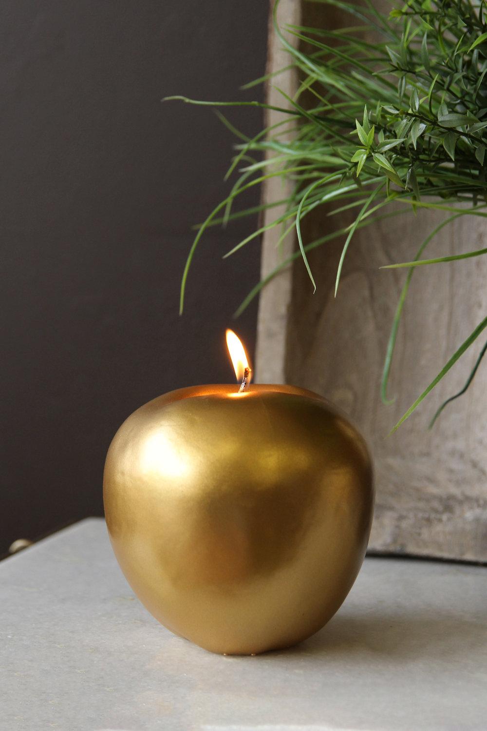 rockettstgeorge_Fabulous Gold Apple Candle_lifestyle_highres.jpg