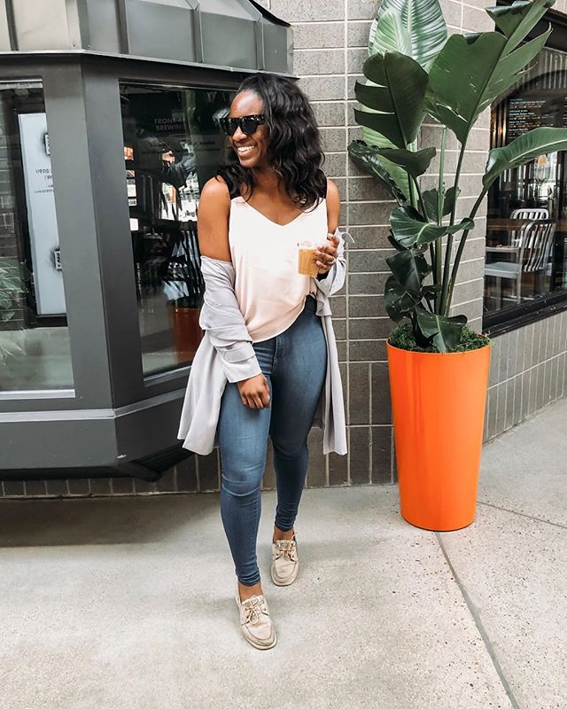 When it's finally warm enough to bring the shoulders out 🙌🏾✨ | I am all about that high waist and tank tops in the warmer months! Pair a lightweight duster and it's all spring! #ladyoutloud #currentlywearing . . . . . . #lifestyleblogger #weekendstyle #realoutfitgram #livethislook #weekendwear #coffeelover #duster #tanktop #casualstyle #nomakeup #styleblogger #lovethislook #denverbloggers #inspiredbyinstyle #travelgram #whatiworetoday #classicsstyle #saturdaystyle #blushpink