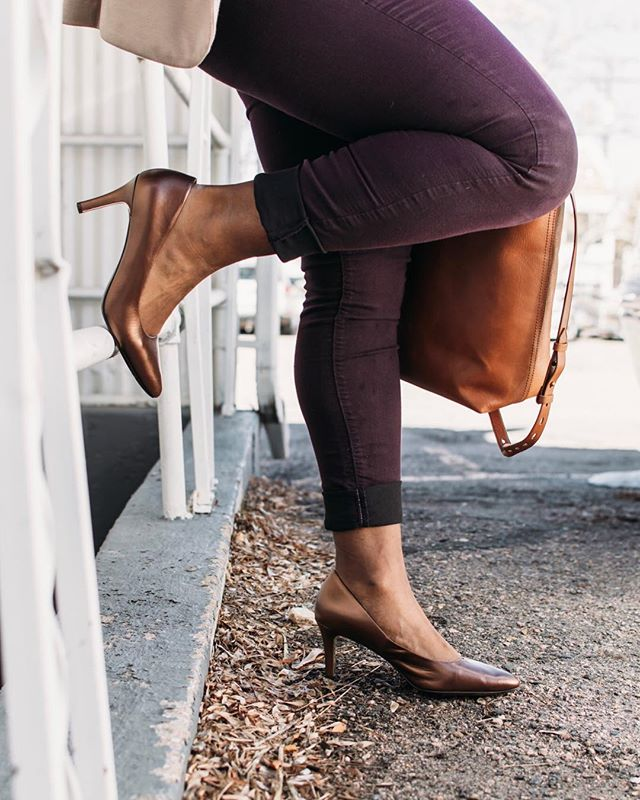 Thursday details to carry us through the end of the week. There's something about a perfect pair of pumps to give you the right pep (and confidence) in your step 💪🏾 #ladyoutloud #details . . . . . . . . #realgirlstyle #spring2019 #businesscasual #corporatewear #workwear #desktodinner #weartowork #corporatestyle #corporatechic #lovethislook #stylehunter #mystyle #casualstyle #officewear #confidenceissexy #confidence #styleblogger #classicsstyle #worklook #whowhatwearing #stylegram