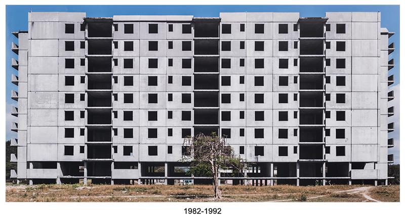 1982-1992, de la serie Re-construcción, The Mega Projects (1982-1992, from the series Re-Construction, The Mega-Projects), 2014. Inkjet print and text, 39 5/16 x 75 5/16 in. Ed. 1/3.
