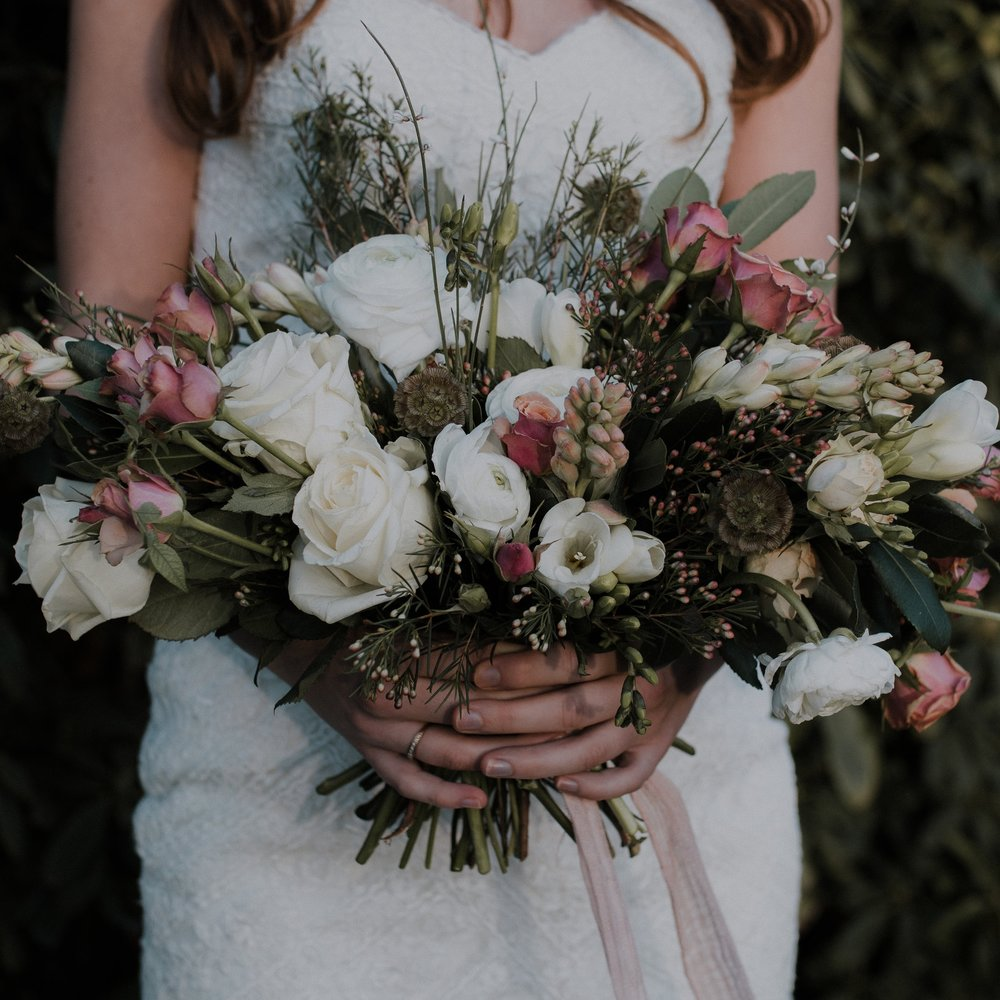 Romantic bridal bouquet - daisy and bird floral design