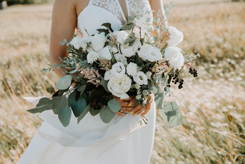 Natural toned bridal bouquet