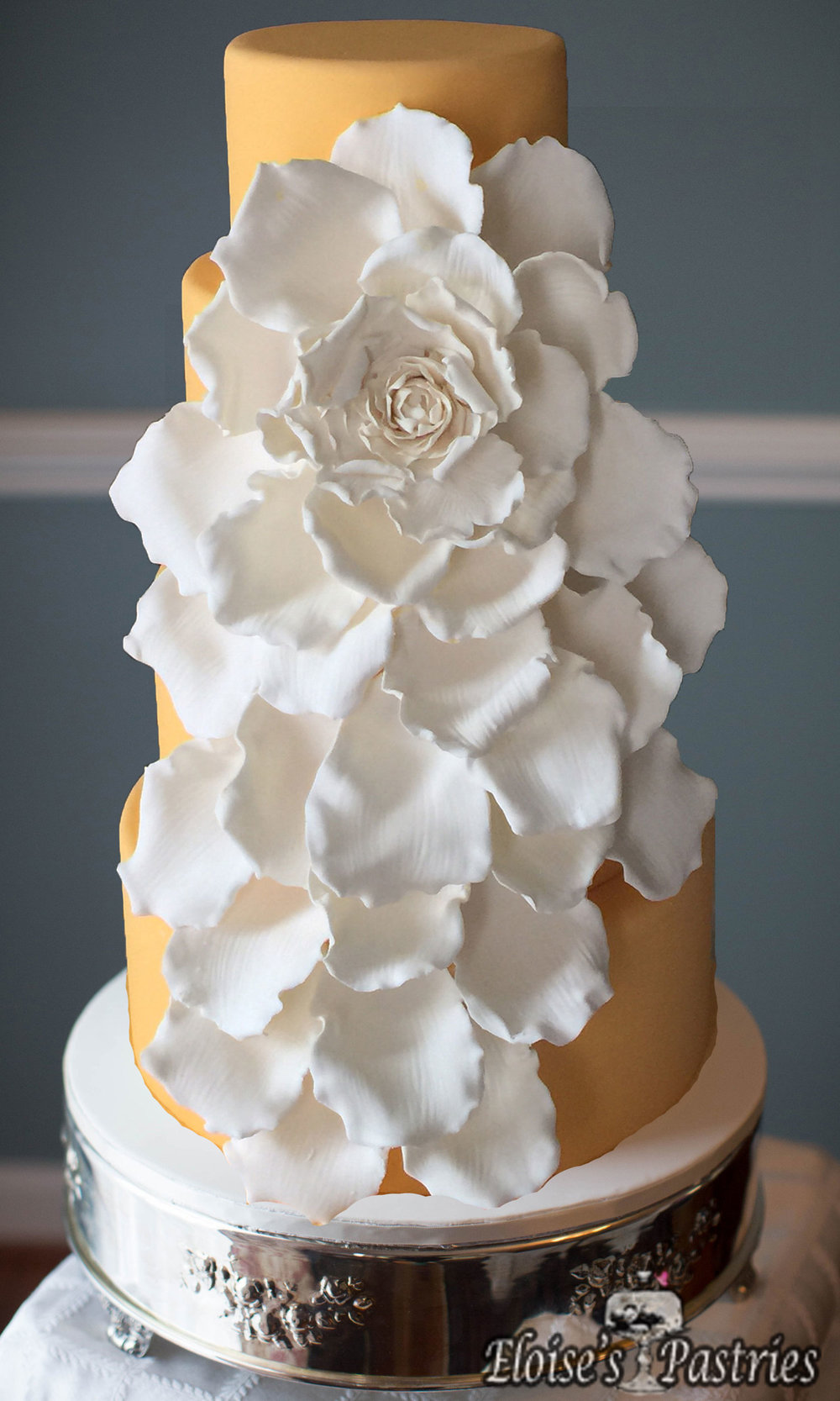 Elegant Gold & White Flower Cake