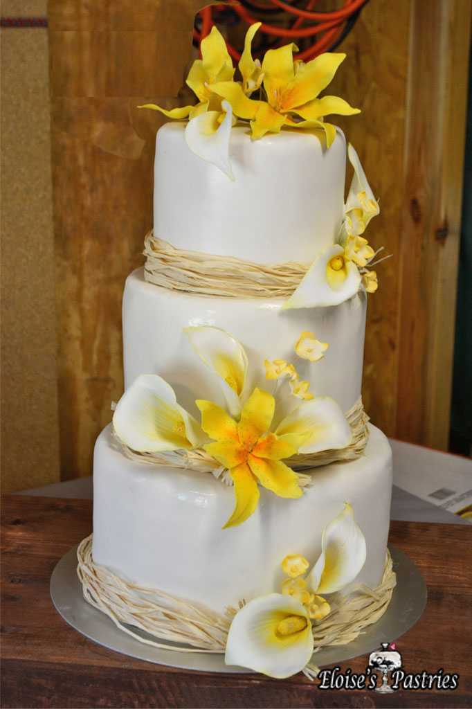 Naturally White & Floral Cake