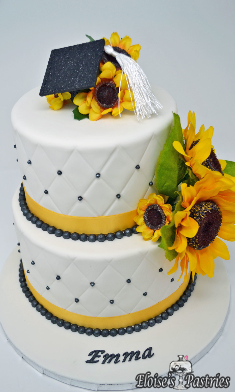 Elegant & Simple Graduation Cake