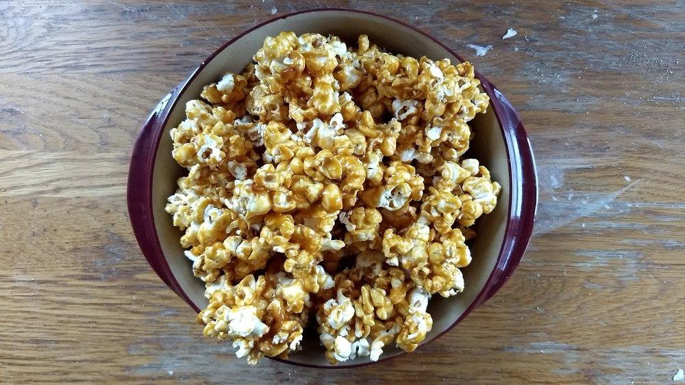 beneaththecrust: caramel popcorn