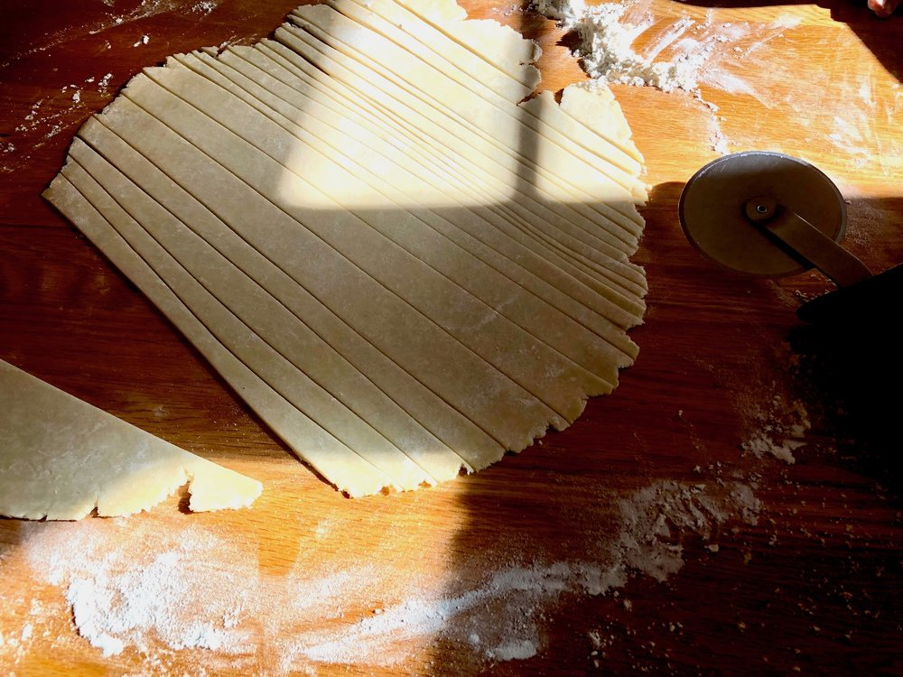 tutorial whimsical braided lattice for pie: beneath the crust