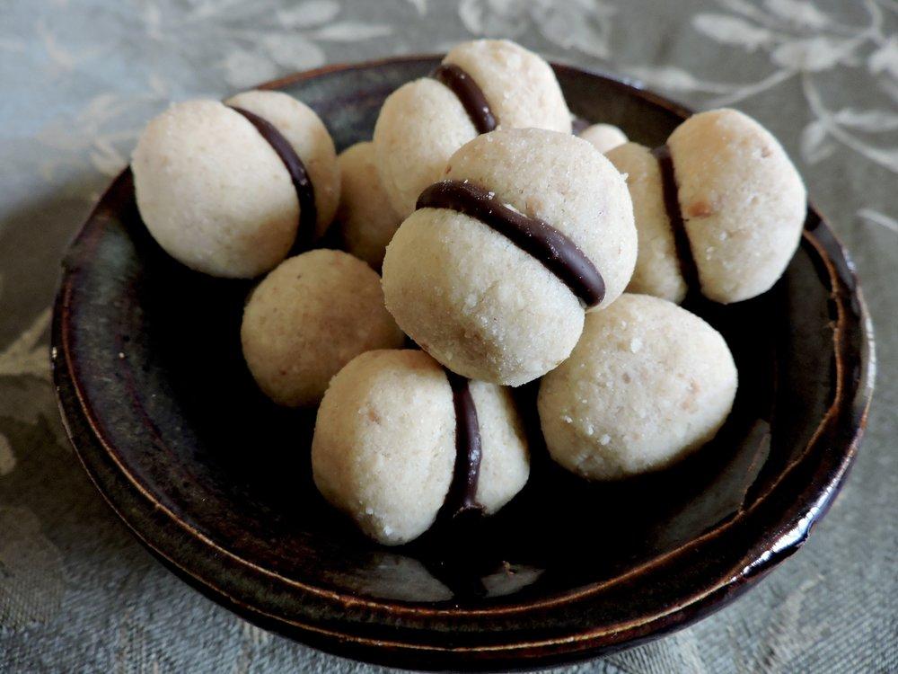 beneaththecrust.hazelnutcookies