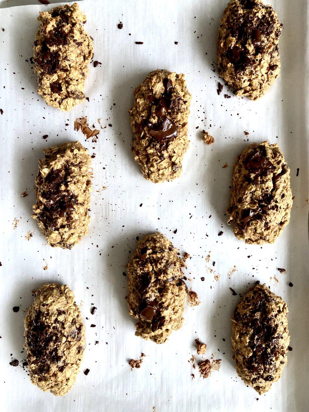Chocolate peanut butter oat breakfast bars