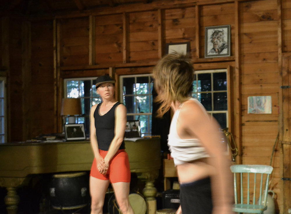 """""""БроВог"""", танец-театр, исследующий маскулинность. Показ в арт-резеденции Бернстоу, июль 2017, штат Мэйн, США."""