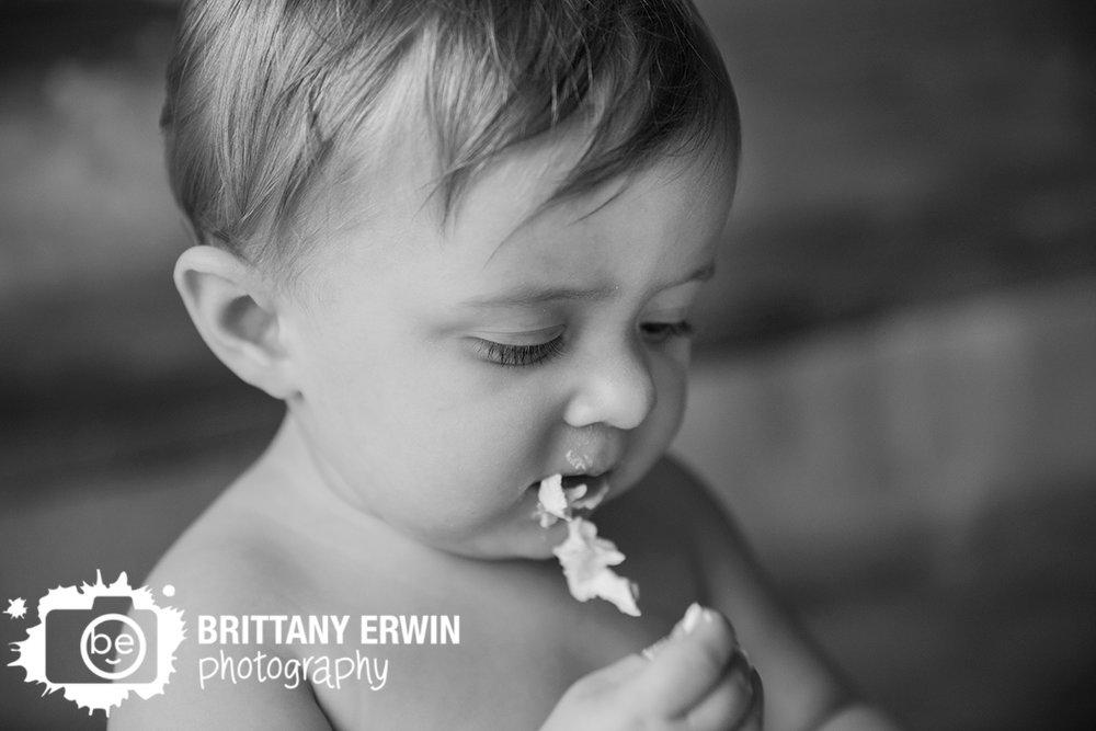 Indianapolis-cake-smash-icing-chin-studio-photographer.jpg