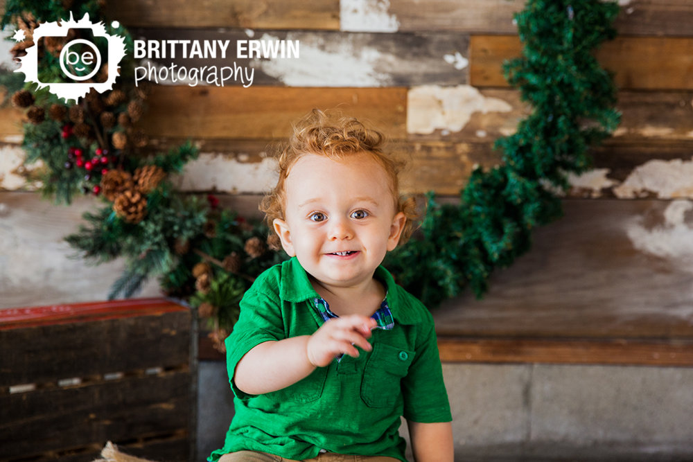 Indianapolis christmas mini portrait session photographer wreath