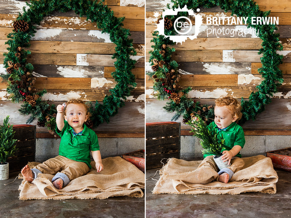 Indianapolis-baby-boy-decorate-tree-wreath-christmas-photographer.jpg