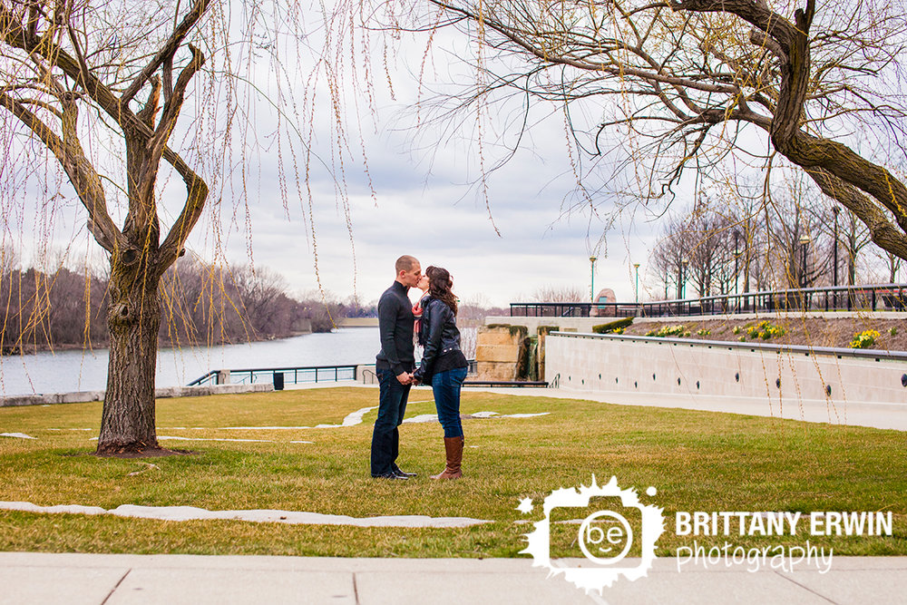 Downtown-Indianapolis-engagement-portrait-photographer-white-river-kiss-under-weeping-willow.jpg