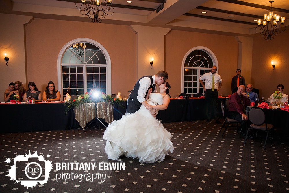 Indianapolis-wedding-reception-photographer-Hillcrest-Country-Club-first-dance.jpg