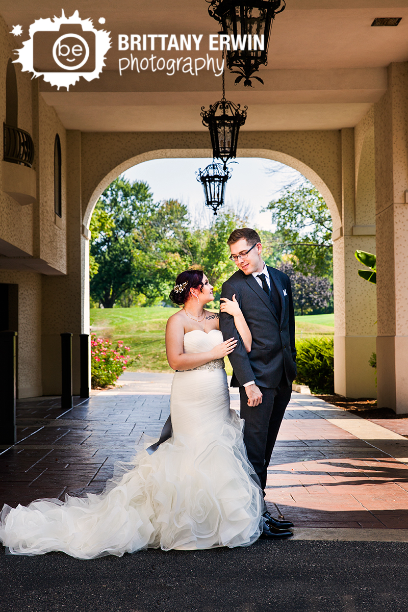 Indianapolis-Hillcrest-Country-Club-wedding-photographer-couple-bridal-portrait.jpg