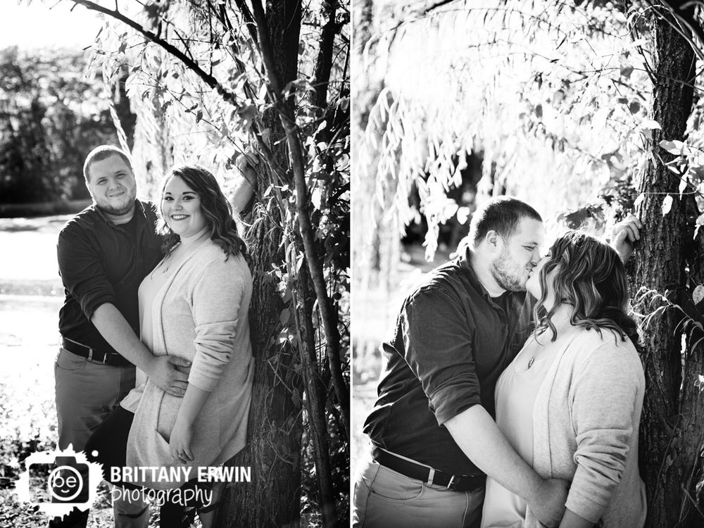 Indianapolis-weeping-willow-sunset-engagement-portrait-photographer-Brittany-Erwin-Photography.jpg