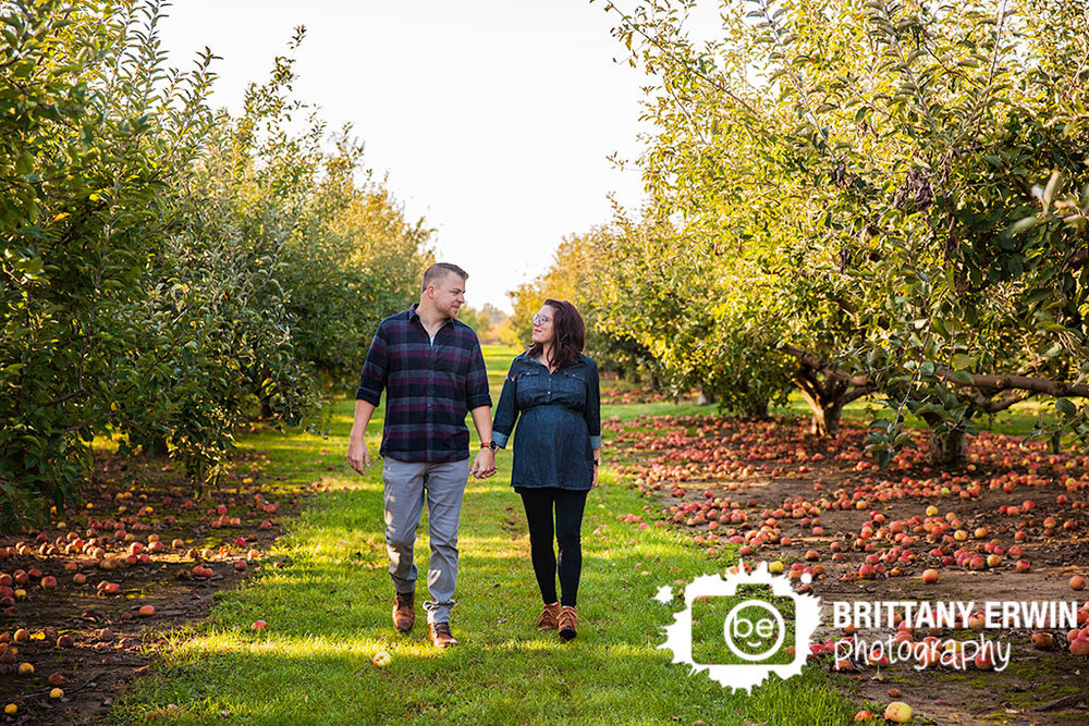 Pleasant View Orchard maternity portrait session photographer