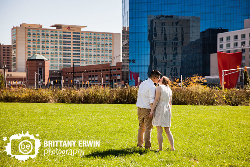 Downtown-indianapolis-skyline-museum-elopement-photographer.jpg