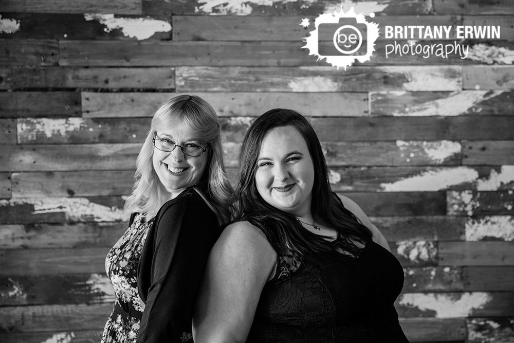 Rustic-Indianapolis-portrait-studio-photographer-mother-daughter-wood-wall-backdrop.jpg