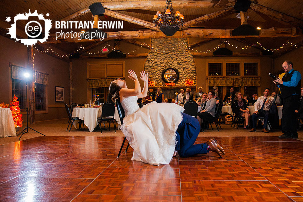 Noblesville-Indiana-Purgatory-Golf-club-wedding-photographer-garter-toss.jpg