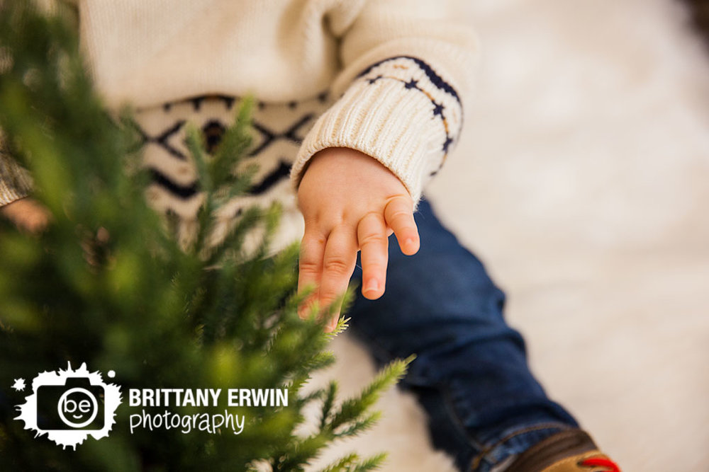 Indianapolis-christmas-portrait-studio-photographer-baby-boy-tree.jpg