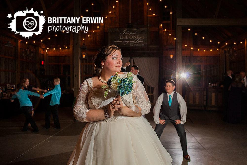 Lizton-Indiana-barn-at-kennedy-farm-wedding-photographer-bride-bouquet-toss.jpg