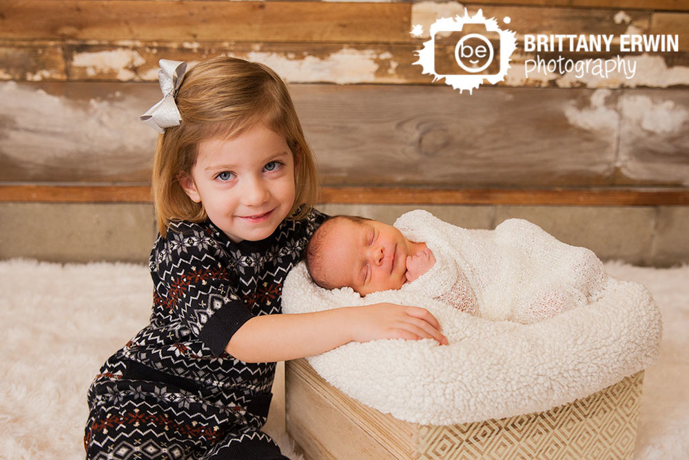 Indianapolis-newborn-portrait-photographer-sibling-baby-boy.jpg
