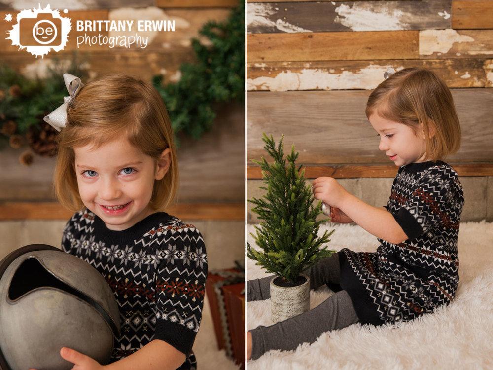 Speedway-Indiana-christmas-tree-bell-portrait-photographer-barn-wood-wall.jpg