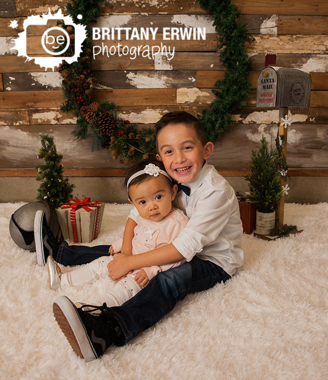 Speedway-Indiana-brother-sister-christmas-mini-session-studio-photographer-santa-mail.jpg