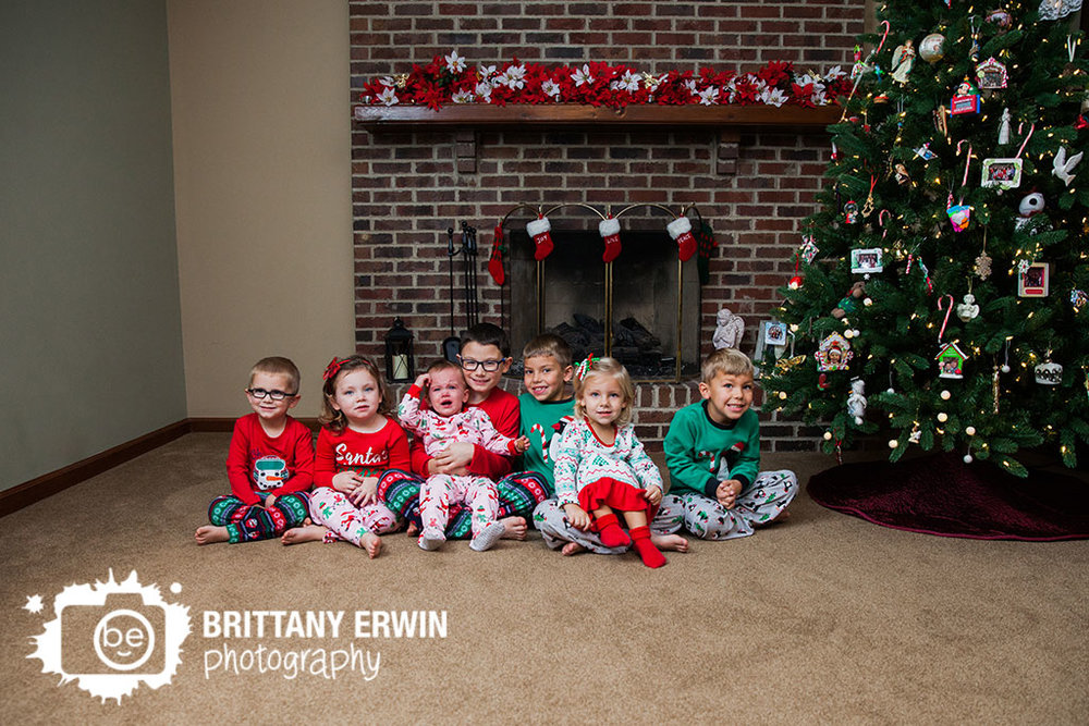 Indianapolis-group-photographer-cousin-pajama-christmas.jpg