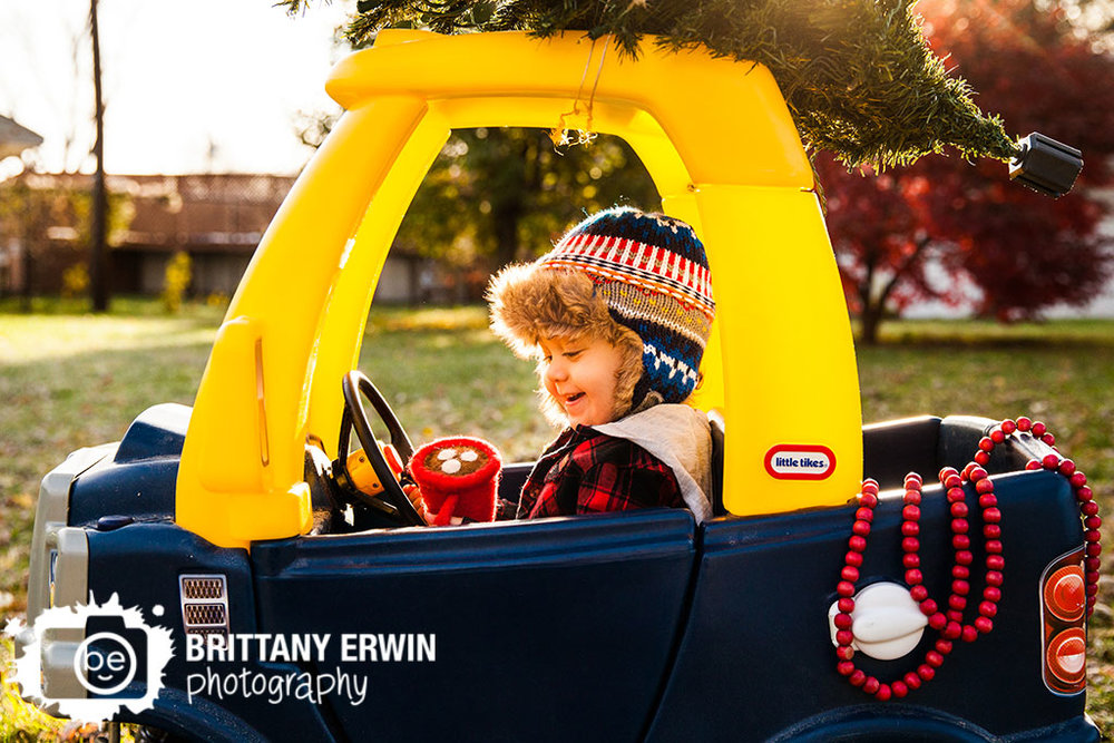 Speedway-christmas-card-photographer-boy-hot-chocolate-cup-truck.jpg