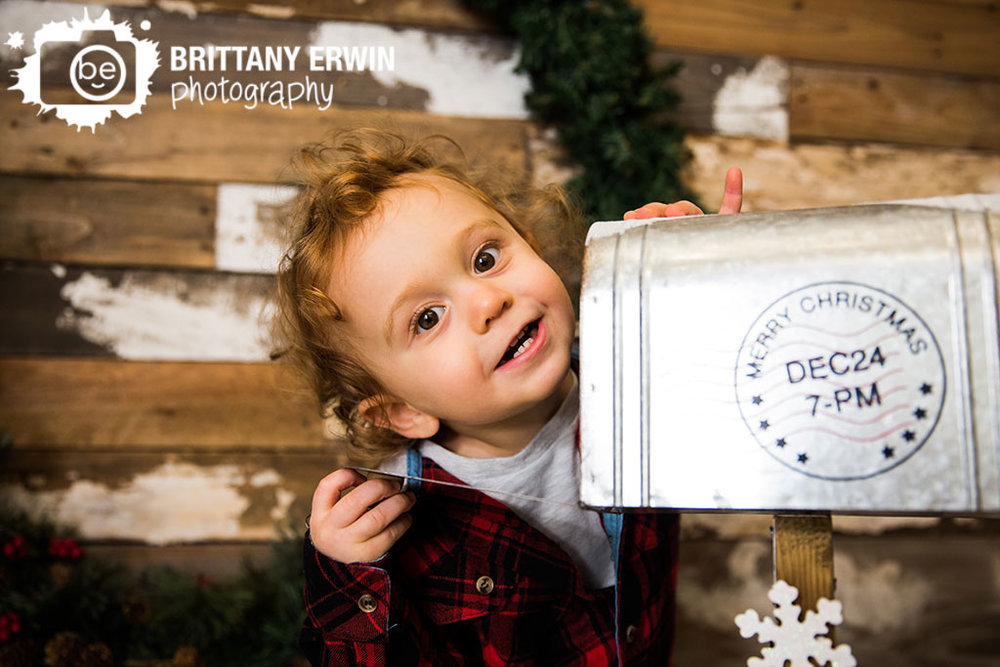 Speedway-Indiana-baby-boy-toddler-portrait-photographer-mailbox-christmas.jpg