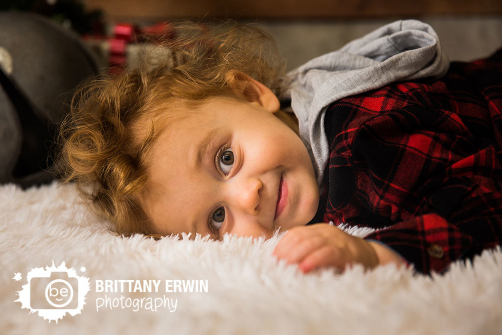 Speedway-studio-photographer-toddler-boy-christmas-fuzzy-rug-blanket-floor.jpg