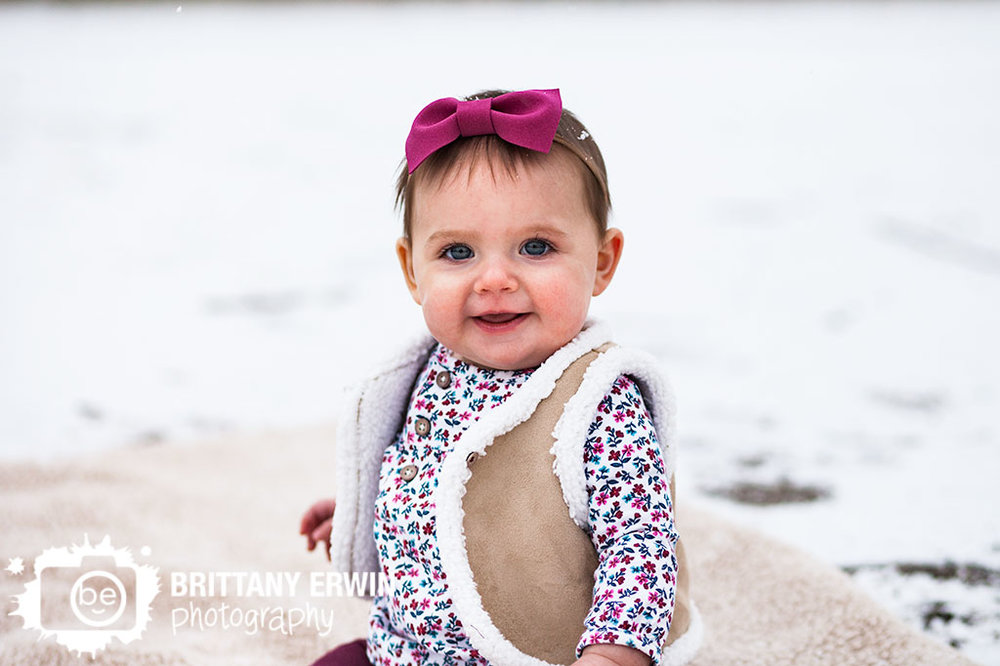 Speedway-Indiana-winter-snow-baby-girl-photographer-portrait-outdoor.jpg